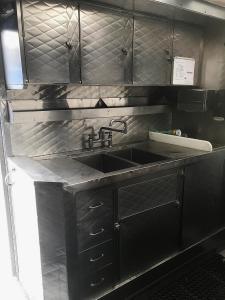 2 Oven Truck - Sinks