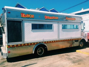 18 food food truck - closed doors